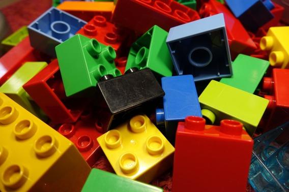 lego-blocks-2458575_1280.jpg